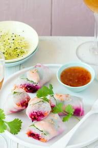 Rouleaux aux crevettes, betterave et carottes