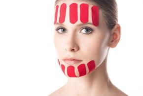 Face taping: quelle est cette nouvelle technique anti-rides?