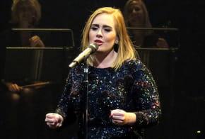 Adele, sublime avec une coiffure des années 60